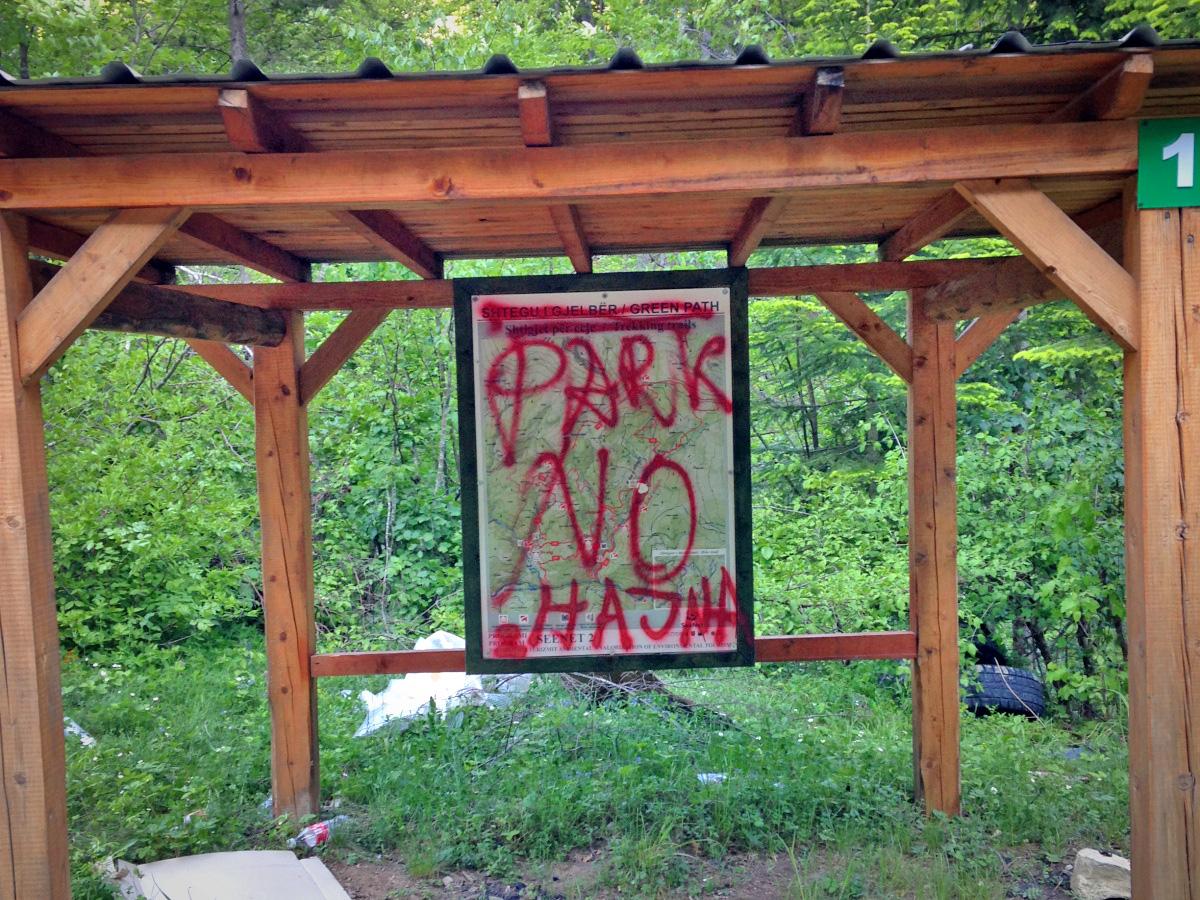 Kosovo-park-graffiti